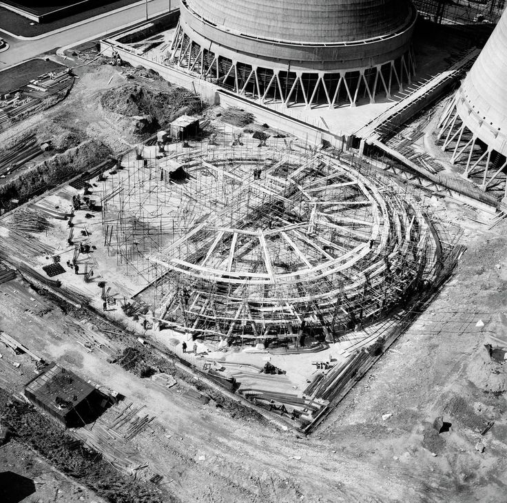 Construction of the final cooling tower at Walsall B Power Station, Walsall, 1950.