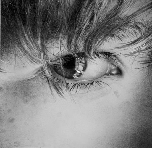 Photorealistic pencil drawings of the human eye