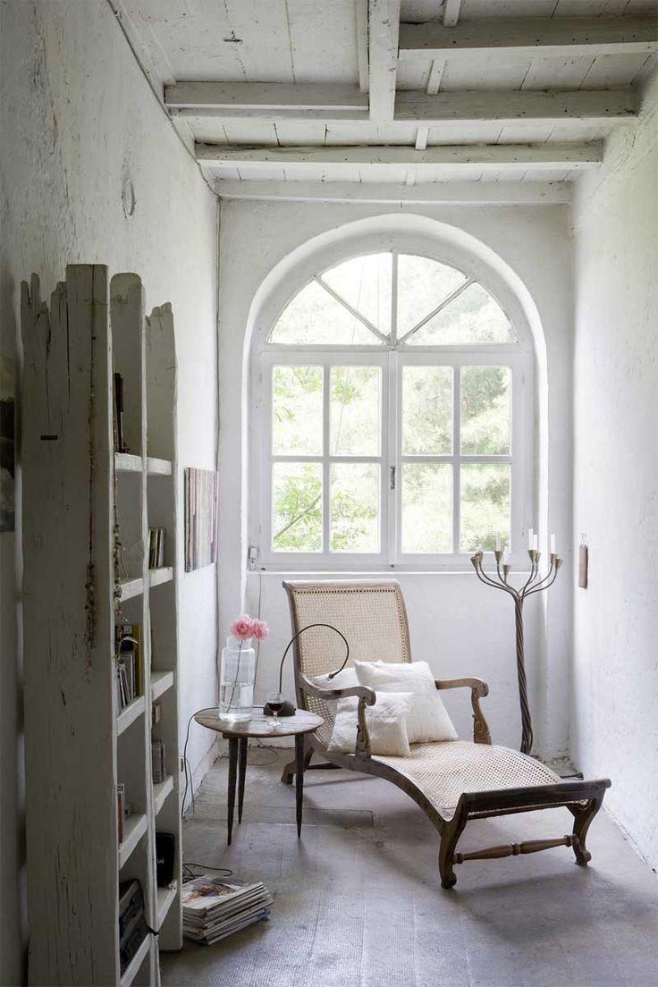 Arch WindowCozy Nooks, Nooks Book, Windows Seats, Rustic Chic, Reading Corner, Reading Nooks, Small Spaces, White Interiors, Reading Spots