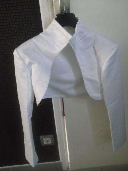 Boléro de mariée en satin blanc d'occasion Morelle Mariage