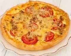 Tarte au thon sans oeufs : http://www.cuisineaz.com/recettes/tarte-au-thon-sans-oeufs-58252.aspx