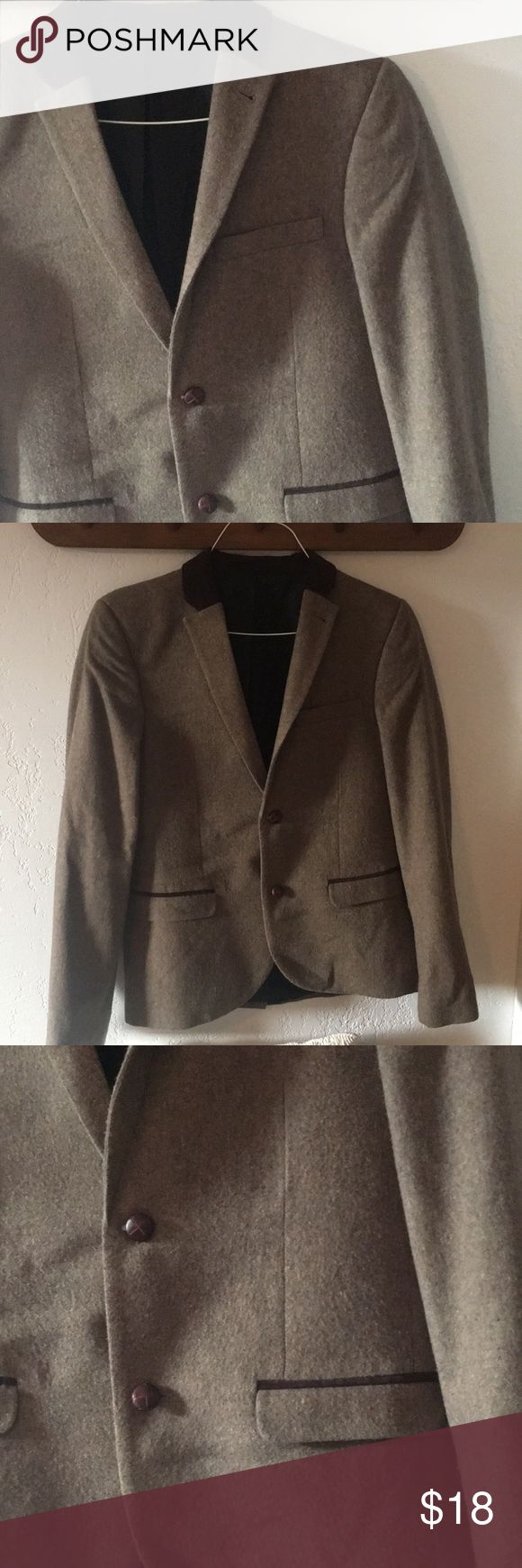 MENS TOPSHOP TOPMAN Brown Tweed Blazer Sz 42 Purchased at Topman in London size 42 US MENS BLAZER. Light tan/brown tweed with 2 leather buttons in front. Collar has dark brown corduroy detail Topman Suits & Blazers Sport Coats & Blazers
