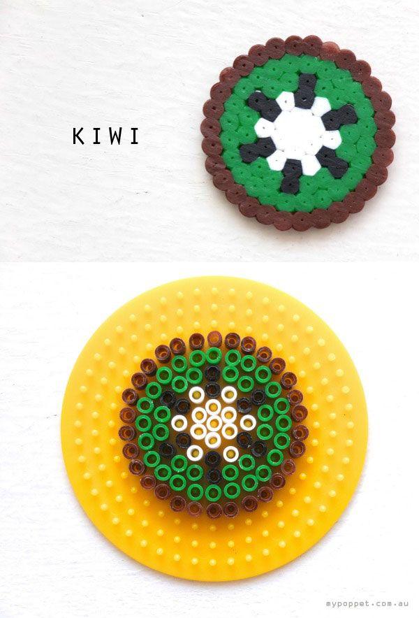 Hama beads, 24 patrones gratis 24 patrones gratuitos para hacer todo tipo de figuras con hama beads: animales, frutas, princesas, comida, piratas, personajes de Minecraft.