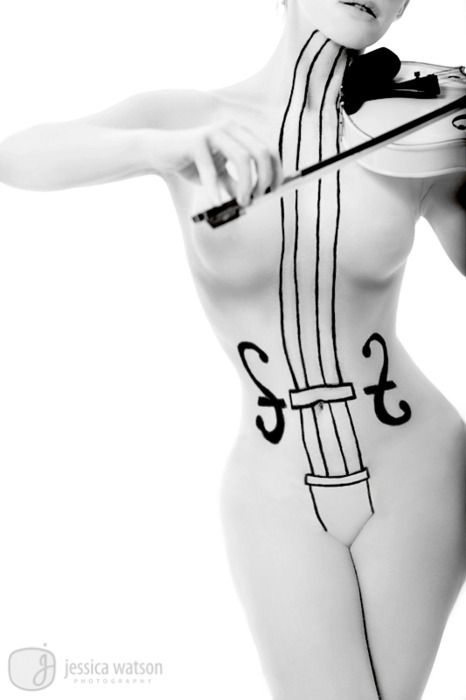 totally looks like the White Violin from Gerard Way's Umbrella Academy :D