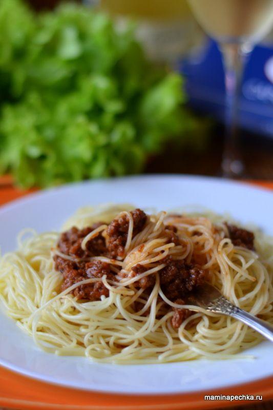 Добавить рецепт в избранное!Соус Болоньезе (итал.Ragù alla bolognese) впервые приготовили на юге Италии в городке Болонья — это не просто мясной фарш в томатном соусе, а удивительно вкусное и ароматное …