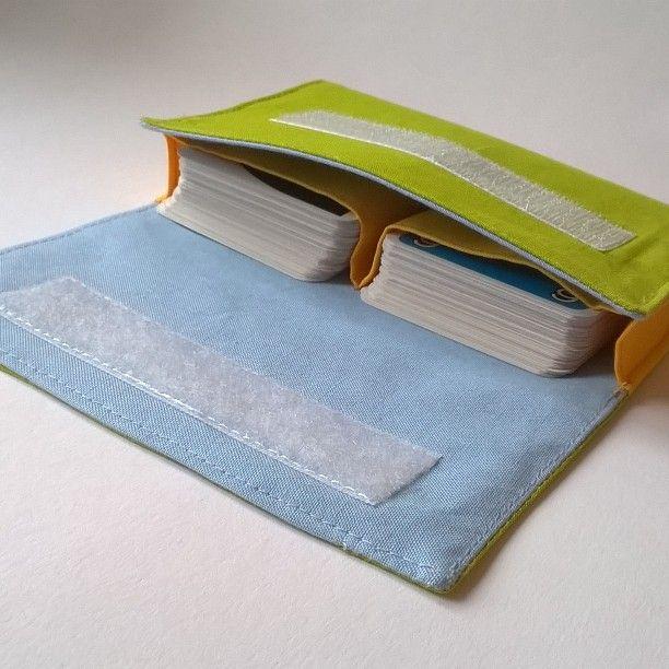 Heute im Blog die Anleitung für das Kartentäschle. Schnell genäht ersetzt es die Kartonverpackung der Lieblingskartenspiele. #nähen #sew #sewing #kartentäschle #Tutorial #linkinbio #linkinprofil #nähenmachtglücklich #nähenistmeinglück #diy #creadienstag #hoT
