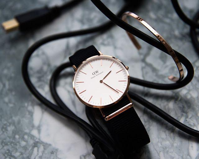 Мужские часы Daniel Wellington Cornwall   Всем привет! Сегодня покажу вам отличные мужские часы (и супер крутой подарок на Новый год!) отDaniel Wellington.  Я выбрала для мужа классические CORNWALL с белым циферблатом и золотой браслет-кафф.  Daniel Wellington Cornwall  Браслет - кафф  Часы Classic Cornwall передают всю сущность простоты и стиля. Эти элегантные часы с белым циферблатом и чёрным ремешком NATO позволят тебе с лёгкостью заявлять о себе день за днём.  Часы очень красивые…