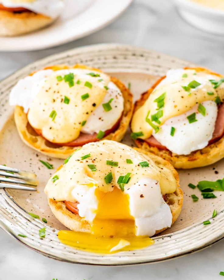 Eggs Benedict - Jo Cooks Best Chicken Recipes, Bacon Recipes, Egg Recipes, Brunch Recipes, Breakfast Dishes, Breakfast Casserole, Breakfast Recipes, Breakfast Ideas, Second Breakfast