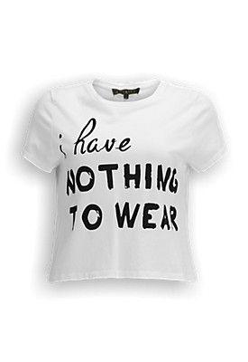 Cropped T-shirt met loose fit. Op de voorkant van het T-shirt is de tekst 'I have nothing to wear' gedrukt.   #zomercollectie #zomerkledingdames #zomerkleding