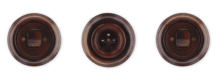 Retro vypínače a zásuvky Mulier Klasik hnědo černá.