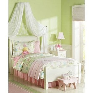 more of the princess bedding...