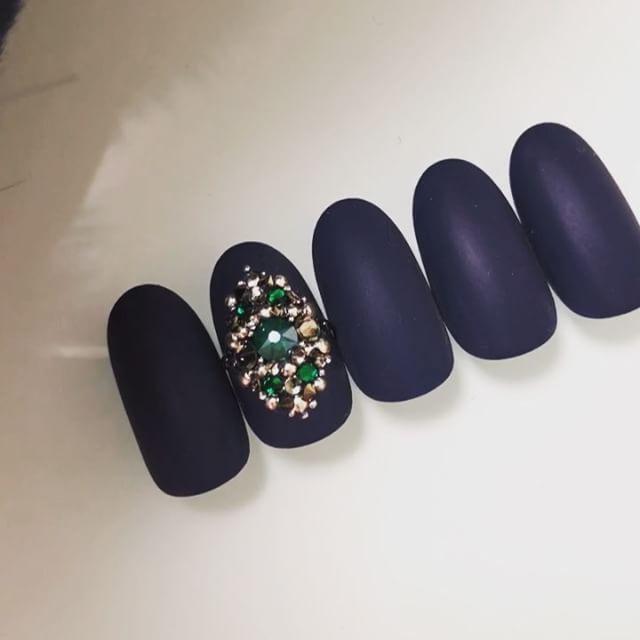 ・ 動画撮ってみました〜! 少しは伝わるかな😅 . . . #JunJunNail#instanail#fashion#design#accessorynail#gelnail#naildesigns#accessory#bijounail#nailart#nails#nail#simplenails #네일#美甲#designer#Osaka#ネイル#ビジューネイル #アクセサリーネイル#ジェルネイル #シンプルネイル#swarovski #スワロフスキー#crystalpixie #クリスタルピクシー #冬ネイル #ネイル動画
