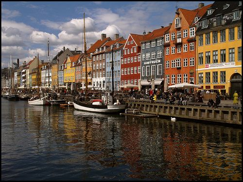 Other than perhaps the Little Mermaid Is there a more famous photo linked to Copenhagen?