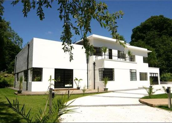 On the market: 1930s Mollie Taylor-designed Kilowatt House art deco property in Bath, Somerset on http://www.wowhaus.co.uk