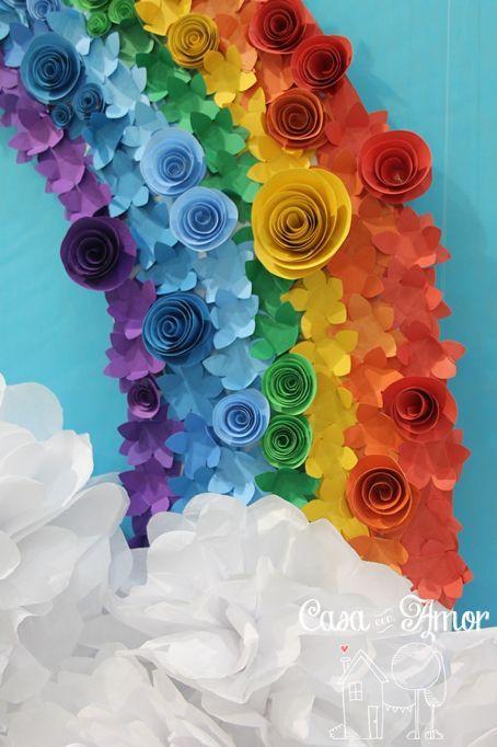 arco-iris com de flores de papel:
