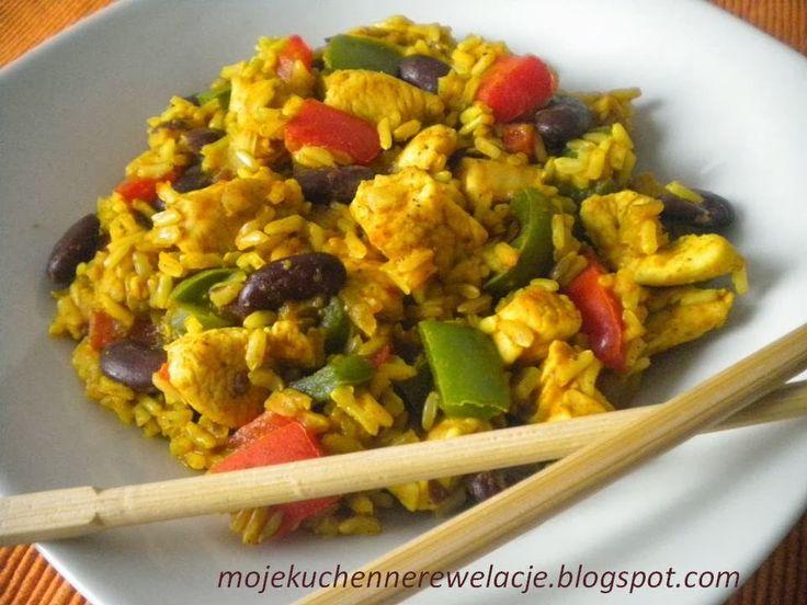 Kurczak z ryżem curry z czerwoną fasolą