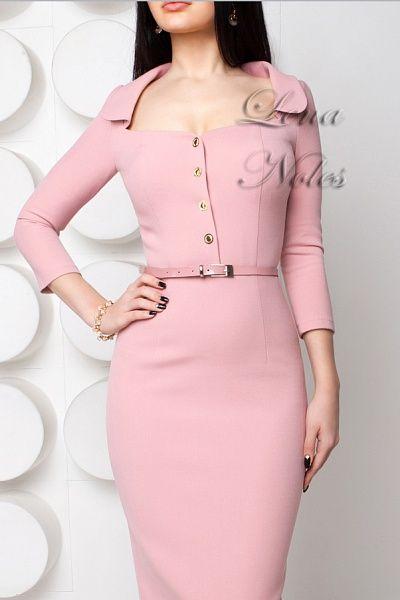 Нежно-розовое платье с воротником
