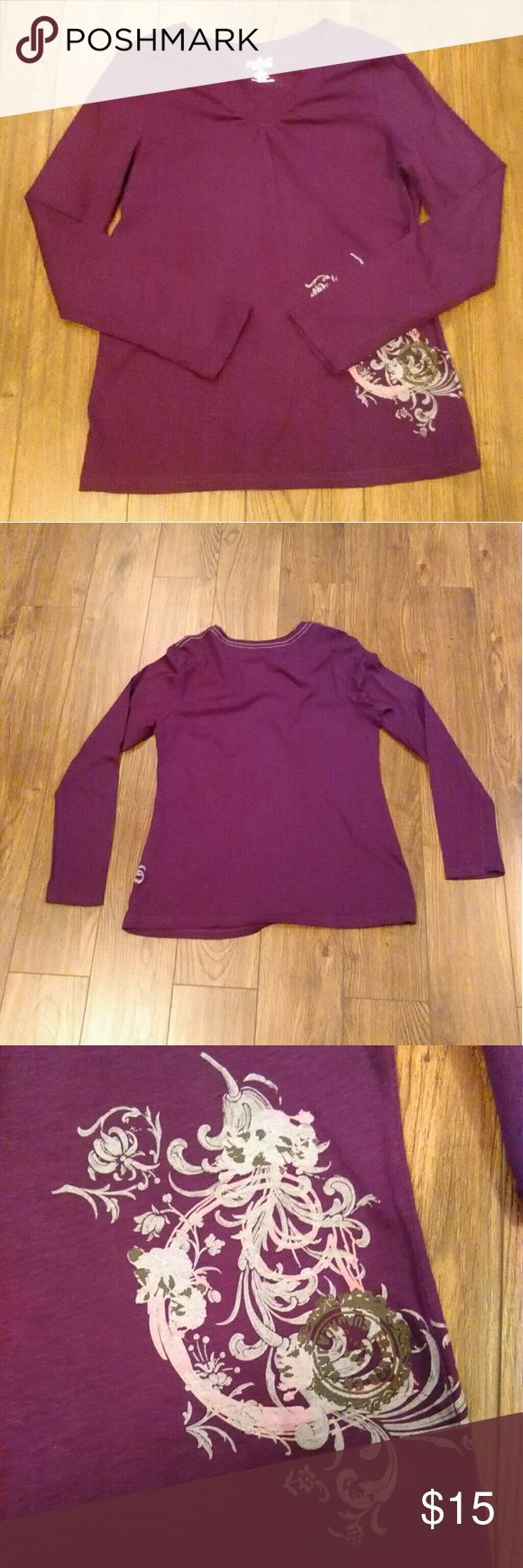 "Carhartt Purple Long Sleeve Top Size M (8/10) Carhartt For Women Purple Long Sleeve Top Size M (8/10)  100% Cotton  Appears Hardly Worn In Excellent Pre-owned Condition With No Stains Or Holes.  Aprox Measurements Taken Flat  Shoulders: 16"" Bust: 18"" Length: 23.25""  Please Check Out My Other Items.  #92 Tops Tees - Long Sleeve"