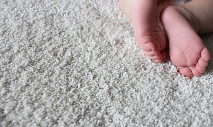 Small toes on a very soft rug Pilvi which is made of corn and polyester.