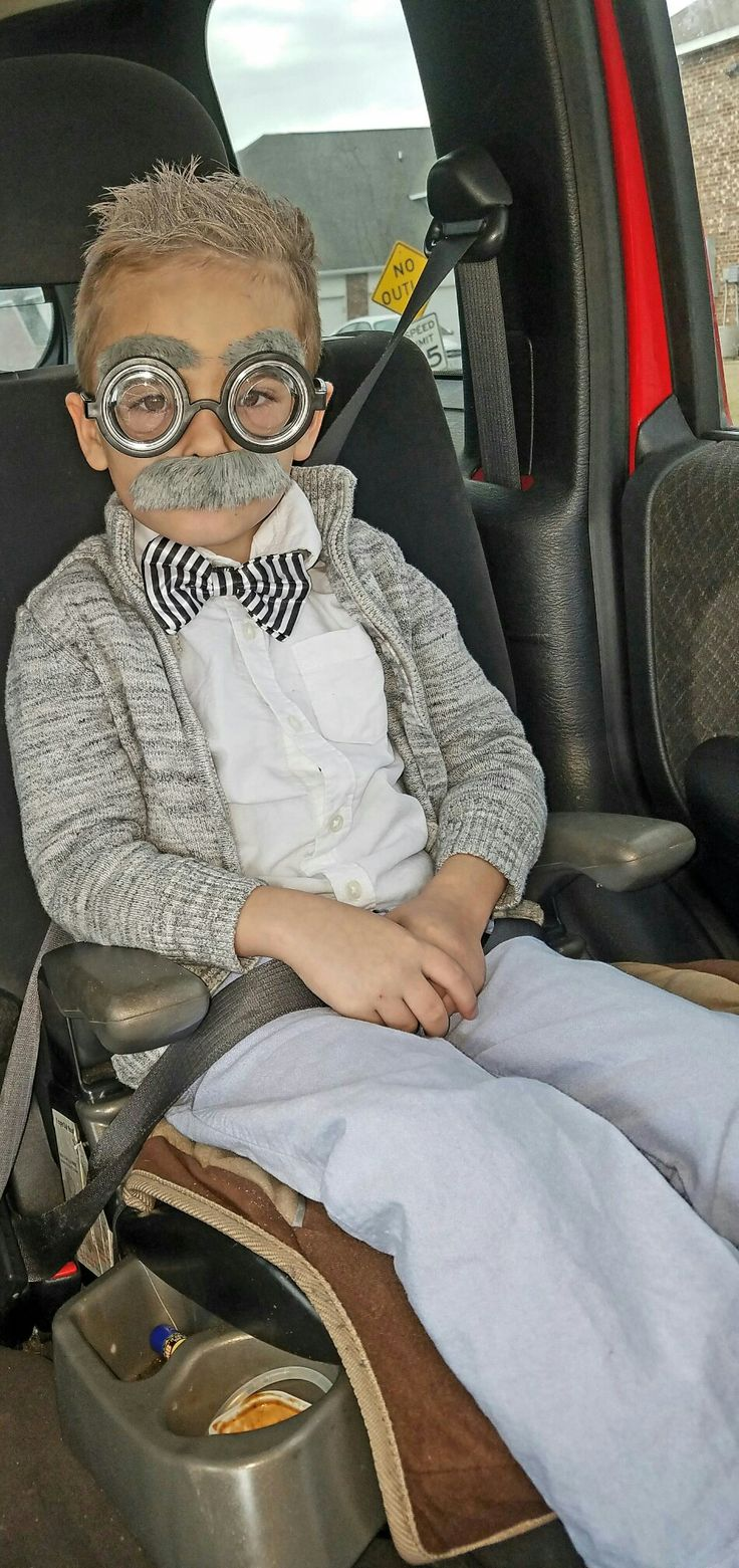 100th day of school. Old man little kid Costume