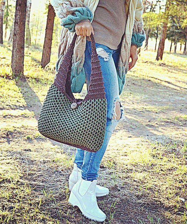 WEBSTA @ stokusovaknitomsk - Ну вот и назрел вопрос-Как стирать #рюкзаки и #сумки из трикотажной ленты.Я делаю это так☝(ведь мои дочки тоже носят мамины творения)):Для начала рекомендую замочить изделие в теплой воде (30)с моющим средством.Далее...с помощью щетки оттираю загрязнения,пропитываю полотенцем и сушу горизонтально.ВСЕ