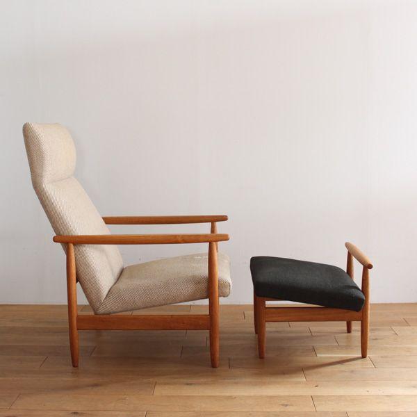 Vintage 1seat sofa & ottoman (FDB) / Ejvind A. Johansson/アイヴァン・A・ヨハンソンのデザインによるデンマーク FDB(デンマーク生活協同組合)の1シートソファ&オットマン(J 65) です。 背もたれ上部が頭を優しく支え、肘掛けは上部をフラットに加工され、腕の収まりがよい形状となっています。座面は後ろに傾斜し深く、オットマンも傾斜をしているので膝の角度にもぴたりとおさまります。まさに最上級の安楽性を感じられるソファです。#家具 #ヴィンテージ #北欧 #テーブル #デザイン #アンティーク #デンマーク #イギリス #ソファ #オーク材