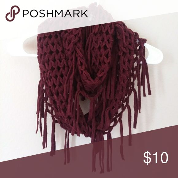 Chunky Maroon Scarf Very cozy and breathable too. Knit pattern with tassles. Accessories Scarves & Wraps