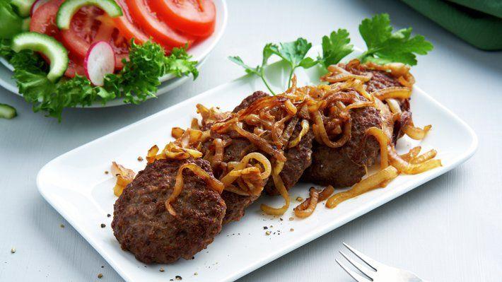 Karbonader er mat som alle liker. Serveres både til lunsj og middag, på koldtbord og i mange sosiale lag.