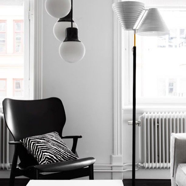 ARTEK : Domus Lounge chair by Ilmari Tapiovaara, 1946. Floor lamp A810 by Alvar Aalto, 1959.