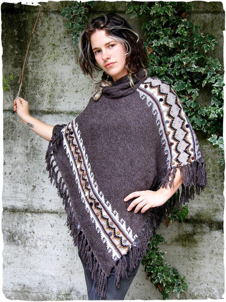 Poncho Samanta #Ampio #poncho in maglia di #lana lavorato a mano con collo alto e disegno etnico #ricamato con motivo a bottoncino.  #modaetnica #ethnicalfashion #alpacaswhool #lanadialpaca #peruvianfashion #peru #lamamita #moda #fashion #italianfashion #style #italianstyle #modaitaliana #lamamitafashion