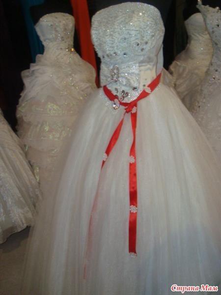 Красная лента на платье невесты в азербайджане