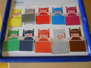 le tout petit roi : Mettre chaque petit prince selon sa couleur dans son lit avec sa couverture – MC en maternelle