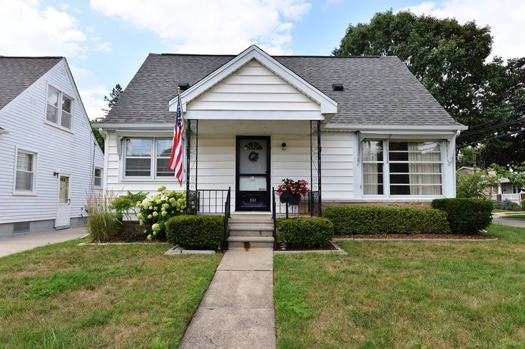302 Walnut Ave, Royal Oak, MI – 3 BR, 2 bath bungalow on a corner lot. FR w/beamed ceilings; wood burning frplc - opens to KIT & enclosed porch. LR w/hardwood under carpet & BRs (except FR). Super cool KIT w/hardwood flooring; spacious dining area. MBR w/built-ins & shelving - great space to make your own! Partially finished LL w/storage; full bath. Enclosed back porch. Furnace new in '01 & maintained 2x yearly. New roof in '00 with 25 yr. dimensional shingle. 2-car garage; fully fenced…