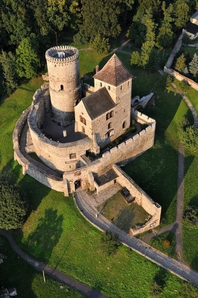 castlesfromallovertheworld:Zamek w Będzinie, Polska (Będzin Castle, Poland)  The Bedzin Castle is a castle in Bedzin in southern Poland. The stone castle dates to 14th century, and is predated by a wooden fortification that was erected in 11th century. It was an important fortification in the Kingdom of Poland.  © Będzin City Council  Castles from all over the world