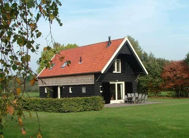 De Schaapskooi, een gezellig vakantiehuis op De Merelhof in Ruinen, met veel ruimte binnen en buiten voor acht personen.
