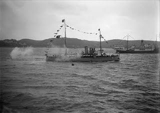 """A canhoneira """"NRP Ibo"""" foi construída no Arsenal da Marinha (Lisboa) e entrou ao serviço da Armada em 15 de Fevereiro de 1913. Esteve na repressão da Revolta da Madeira, em 1931 pelas forças da Ditadura Militar."""