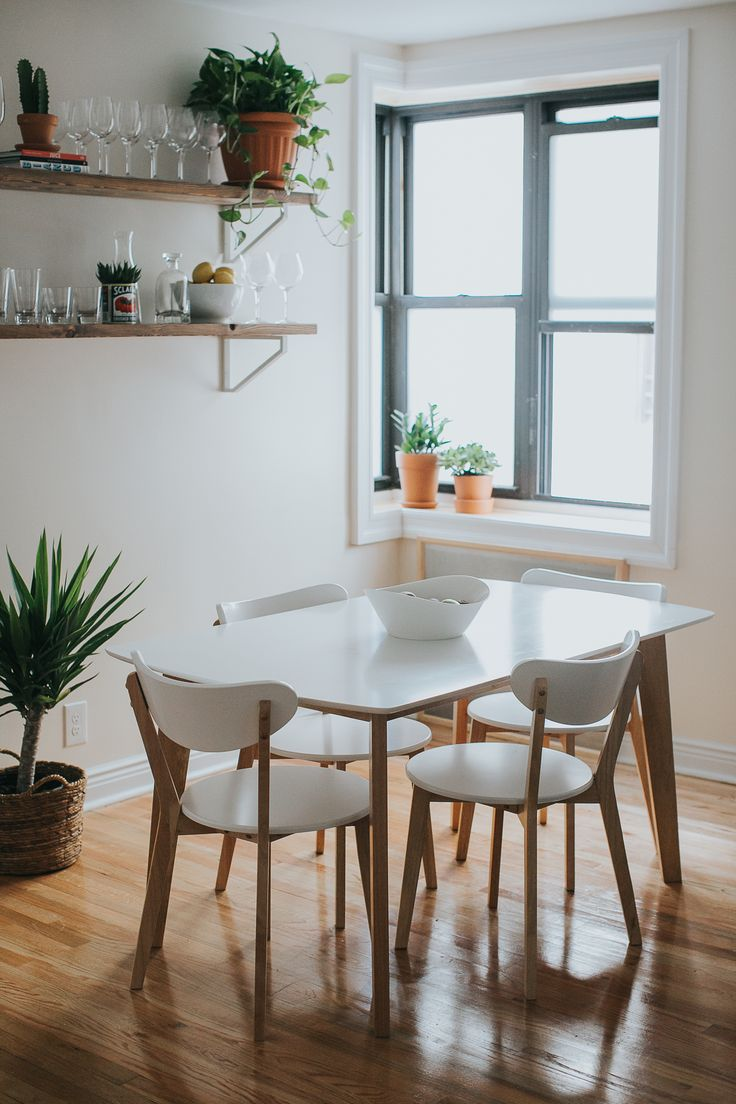Couldn't be more excited to share our dining room reveal in partnership with Walker Edison! Read more about how the heart of our home came together.
