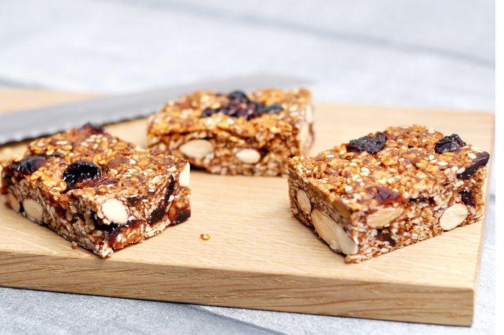 Mambenos müslibarer med masser af nødder smager helt fantastisk og er slet ikke svære at lave. Mambeno har også madplaner til madpakker og aftensmad