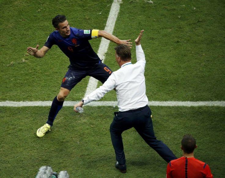 53 best soccer images on pinterest soccer holland and netherlands robin van persie ft louis van gaal fandeluxe Document