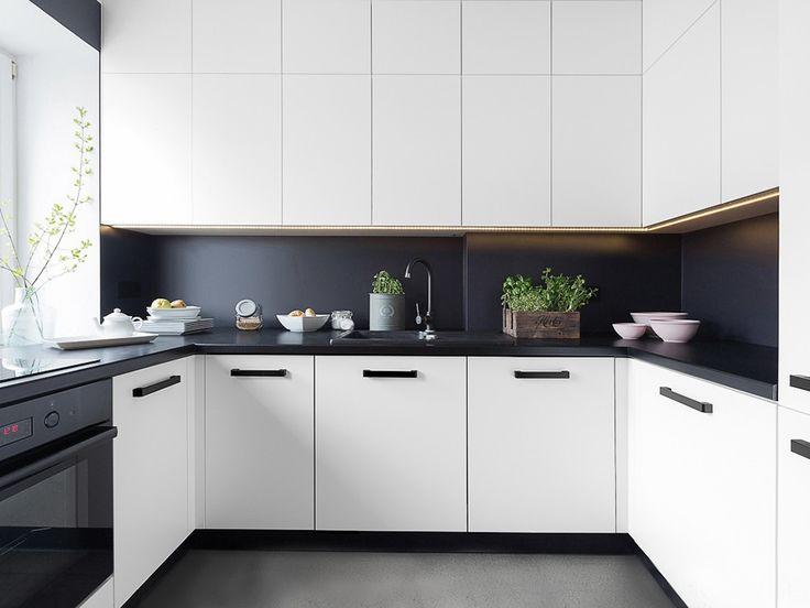 Cozinha Branca com Detalhes pretos