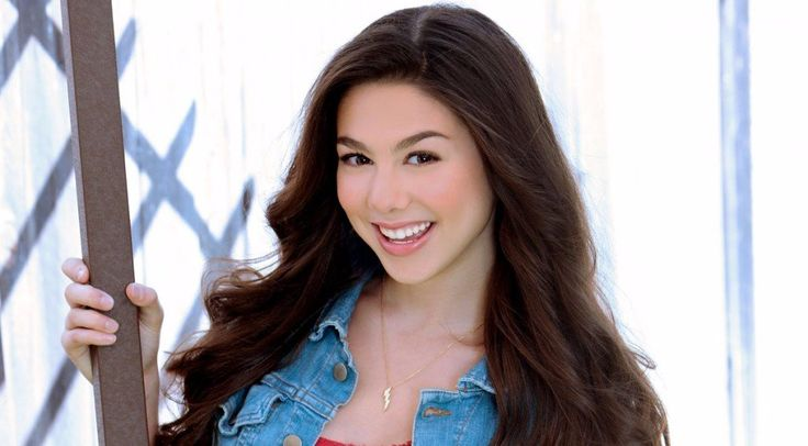 Kira Kosarin is a young starlet in the American glamor industry, who has already gathered a huge fan base with the role as Phoebe Thunderman in Nickelodeon series The Thundermans.