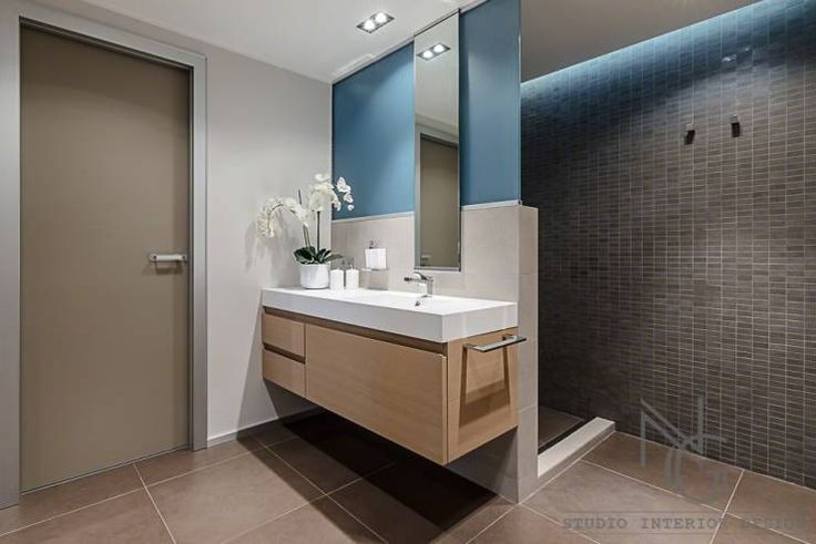 Cap D'Ail • France: Bagno % in stile % {style} di {professional_name}