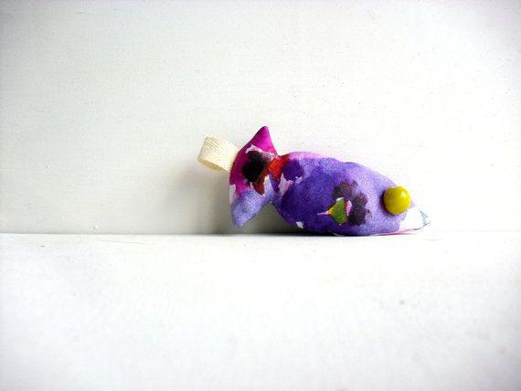 Simone il pesce  portachiavi in stoffa  pezzo unico di fattidame, €8.00