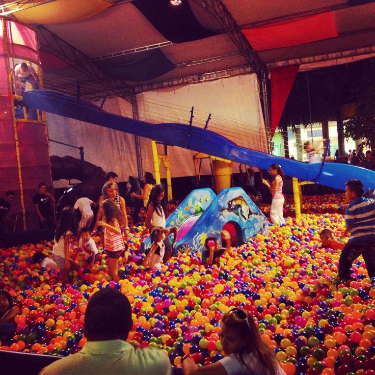 Por este mes de Octubre el centro comercial Chipichape ofrece diversión para grandes u pequeños con su gran piscina de pelotas