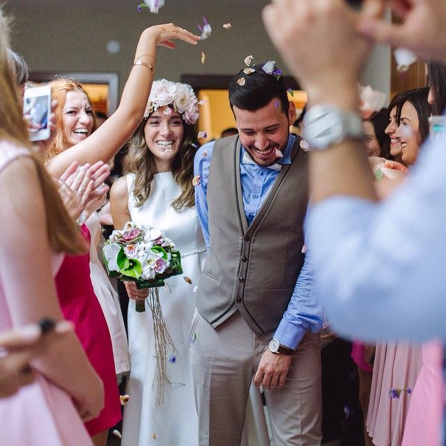Eşsiz kız alma anları vardır bu da onlardan biri Sevgili Gizem ve Ali'nin düğününden. Not: iphone kullanıyor ve fotoğraf çekmek istiyorsanız lütfen arkadaşlarınızın düğün Günlerinde bu iş için orada bulunan profesyonellerin önüne atlayarak photobomb yapmayınız , izin verin profesyoneller işini yapsın #gizemali