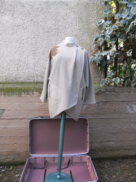 FREE Registered Shipping  Vintage 80s cream wool capebrown by IL2C