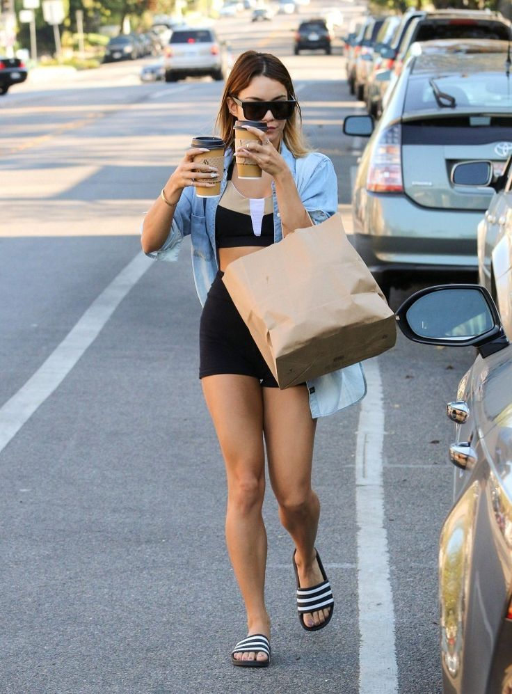 Vanessa Hudgens picks up coffee for two.: