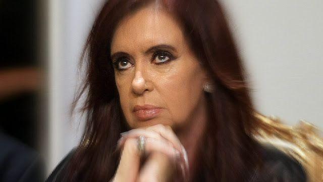 #AMIA Bonadio pide el desafuero y la detención de Cristina Kirchner por presunto encubrimiento a Irán   Cristina Kirchner y Héctor Timerman procesados pedido de desafuero y prisión  El juez federal Claudio Bonadio procesó y pidió el desafuero para detener a la ex presidenta y actual senadora Cristina Fernández de Kirchner en el marco de la causa que investiga el presunto encubrimiento de los iraníes acusados del atentado a la AMIA.  Al mismo tiempo procesó al ex canciller Héctor Timerman con…