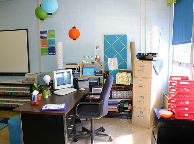 A Retro-Inspired Classroom | 30 Epic Examples Of Inspirational Classroom Decor
