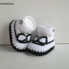 Chaussons, babies bébé en laine tricotés  naissance à 3 mois, blanc et noir@nana-creations